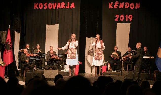 "Alma Haxhiu, fituese e festivalit ""Kosovarja Këndon"""