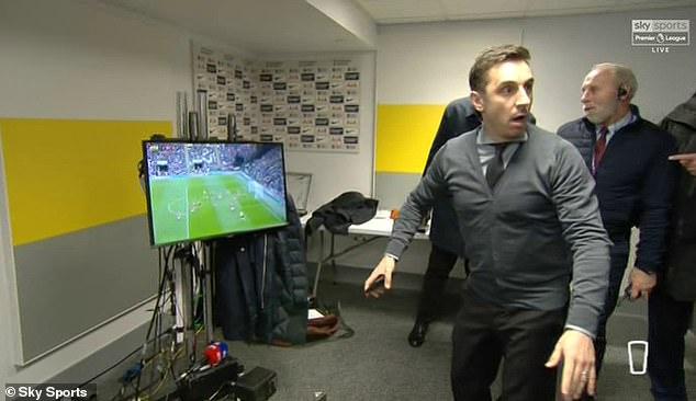 VIDEO/ Reagimi epik i Neville tërheq vëmendjen e Mourinhos
