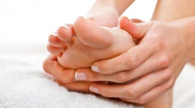 4 kura natyrale që duhet të dini patjetër për deformimin e nyjeve të këmbëve