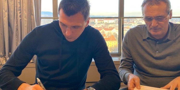 ZYRTARE/ Mandzukic largohet nga Juventusi, firmos me skuadrën e re