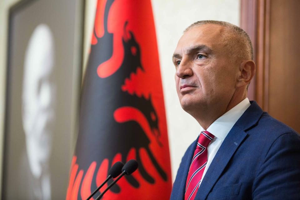 Presidenti Meta kthen ligjin e 4 rajoneve: Krijon struktura paralele, vendos kontroll politik mbi pushtetin vendor