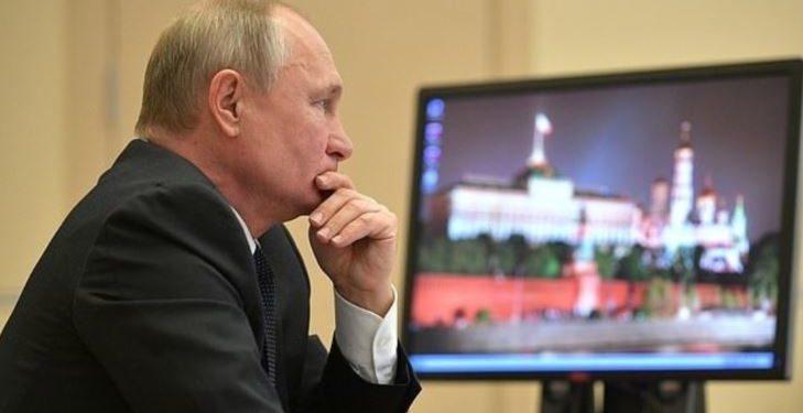 """Është nga më të pushtetshmit në botë, por në zyrë Putin mban një kompjuter me program të """"skaduar"""""""