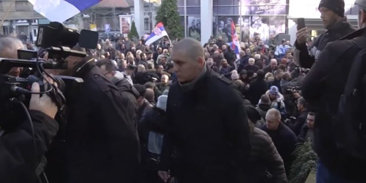 Beograd/Opozita rrethon televizionin publik
