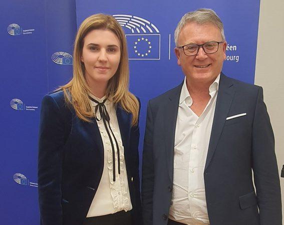 Kryetarja e LRI me komisionerin evropian: Ngrita shqetësimin e papunësisë dhe shpopullimit