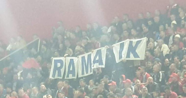 """Protestë në stadiumin e Shkodrës, tifozët: """"Rama ik!"""" (VIDEO)"""