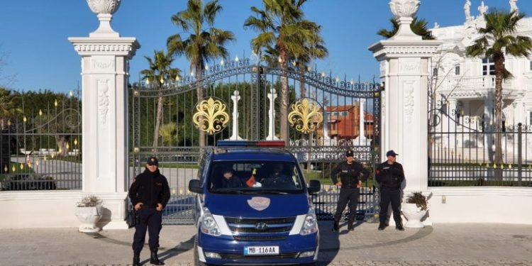 """""""Forca e Ligjit"""" në Shijak, zbarkon në resortin ku u mbajt viktima Jan Prenga"""