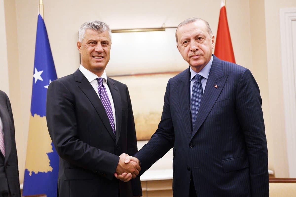 Thaçi  Sot pranuam pako me ndihma mjekësore nga Turqia  do të ndihmojnë në betejën kundër COVID 19