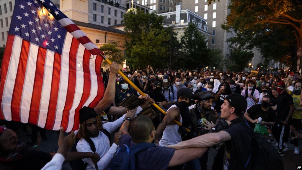 """""""Zëri Amerikës"""": Amerika në protestë, Los Angelos shkatërrohet nga dhuna dhe plaçkitjet"""