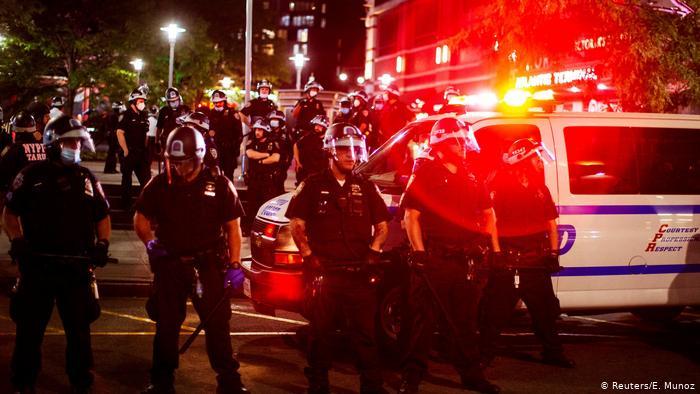 DW: Në SHBA protesta, trazira dhe sulme me armë ndaj gazetarëve