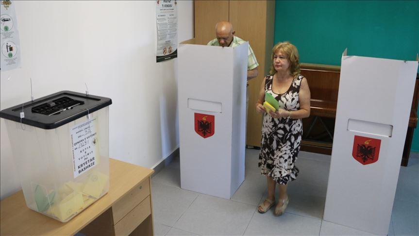"""Video editorial i """"Koha Jonë"""": Rilindja kërkon të vjedhë zgjedhjet në tavolinë"""