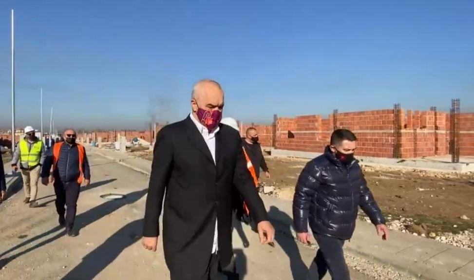 Ikja e të rinjve nga Shqipëria dhe rehatia e kryeministrit nga shpopullimi