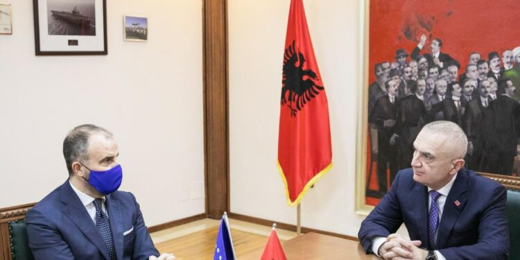 Presidenti Meta takon ambasadorët e OSBE dhe BE: Zero tolerancë ndaj tentativave për intimidim të zgjedhësve!